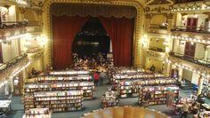 Emocionante teatro reformado que hoje recebe uma das maiores livrarias do Mundo