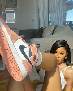 She is mad pretty. Moda Sneakers, Cute Sneakers, Sneakers Mode, Black Sneakers, Sneakers Fashion, Summer Sneakers, Nike Fashion, Fashion 2020, Fashion Men