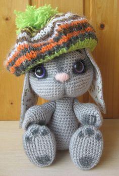 Pattern: Bunny In Beret Crochet Pattern - Diy Crafts Crochet Craft Fair, Cute Crochet, Crochet Crafts, Crochet Toys, Crochet Projects, Diy Crafts, Crochet Bunny Pattern, Crochet Beret, Crochet Dolls Free Patterns