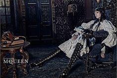 Mode: Edie Campbell in neuer McQueen-Kampagne