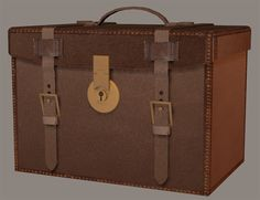 3D Model - Victorian Travel Case with Morphs Model The 3D Victorian Travel Case model for Poser and DAZ Studio has a morph to open the lid.