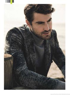 Male Fashion Trends: Antonio Navas da cátedra del perfecto estilo de otoño para DT Lux Magazine