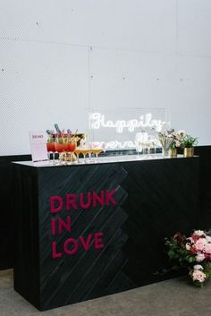 4 Wedding Cocktail Bar Tips And 25 Ideas - Wedding Reception Decor - hochzeit Wedding Ceremony Ideas, Wedding Trends, Wedding Signs, Our Wedding, Wedding Venues, Dream Wedding, Modern Wedding Ideas, Rustic Wedding, Reception Ideas