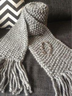 Lises hjertgleder: Michael Kors skjerf, Purses For Sale, Wool Scarf, Handbags Michael Kors, Crochet Hooks, Mittens, Fashion Brands, Knitting, Handmade, Shopping