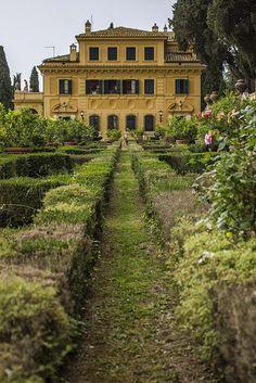 Villa Fidelia, Spello, Perugia, Umbria, Italy | #Spello #Perugia #Umbria #Italy #Italia #VillaFidelia #Villa #Fidelia | Photo from Flickr, but no name attached.