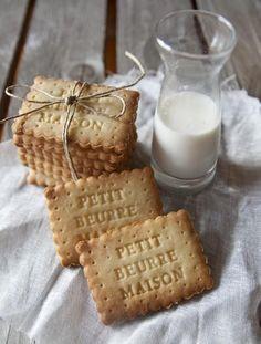 "Petit beurre fait maison ""Home-made Hospitality"" Biscotti Cookies, Milk Cookies, Cake Cookies, Cookies Et Biscuits, Milk Biscuits, Shortbread Biscuits, Kolaci I Torte, Cupcakes, Cookie Decorating"