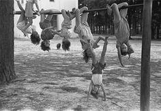 Jonh Vachon - Children playing at a playground, Irwinville school, Georgia, 1938