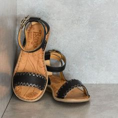 LISHUMI Black Sandals – Tsonga USA | Tenderly hand stitched Genuine leather. Adjustable ankle strap and buckle Flexible out sole