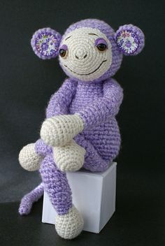 Saw another one of these repinned by @Ana Maranges Mundt. Went to have a look at flickr - they're by Amigurumi Princess. Love the fabric on the inside of the ears, and they've all got very characterful expressions
