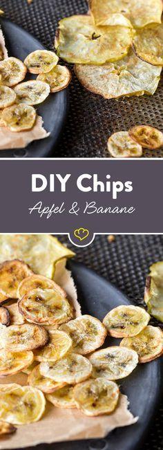Es muss nicht immer salzig sein: für eine fruchtig, süße Abwechslung sorgen diese selbstgemachten Apfel- und Bananenchips.