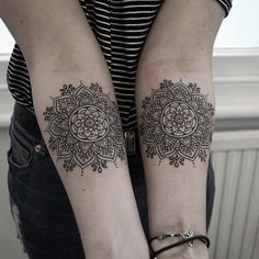 Matching mandala flowers