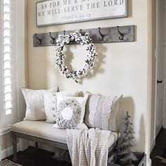 I love this entry as much as Kanye loves Kanye! From @thegracehouse - Cozy, simple and beautiful #InspirationForOurNewHouse Winter House, Rustic Decorating Ideas, Foyer Decorating, Cottage Decorating, Decorating Apps, Home Ideas Decoration, Home Decorations, Decoration For Ganpati, Diy Home Decor