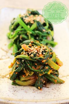 Sigeumchi Namul Recipe : Korean Spinach Banchan Source by hpadamson Banchan Recipe, Korean Side Dishes, Curry Recipes, Asian Recipes, Healthy Recipes, Ethnic Recipes, Healthy Food, Kitchen, Salads