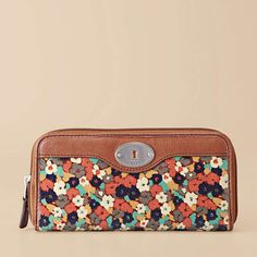 Love this wallet! Can't wait to get it for my birthday!!! :)