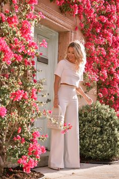 All white outfit : Ivory outfit with pearl handbag and wide leg trousers in Palm Beach on Kier Mellour Pink Sweatshirt With Plaid Mini Skirt is the best How To Wear Fashion Girl Glamouröse Outfits, Trouser Outfits, Classy Outfits, Spring Outfits, Fashion Outfits, Fashion Tips, Summer Office Outfits, Summer Wedding Outfits, Dinner Outfits