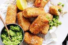 Fishcakes with pea crush main image Seafood Recipes, Gourmet Recipes, Snack Recipes, Cooking Recipes, Healthy Recipes, Snacks, Kids Meals, Easy Meals, Fishcakes