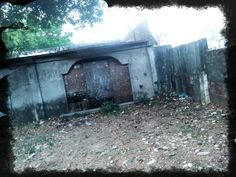The former, now abandoned BUZZARD Bar at Barrio Barretto, Subic Bay, Olongapo City. Photo taken in 2013.