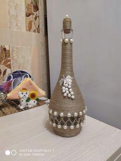 Pin by mo may on Basteln Glass Bottle Crafts, Wine Bottle Art, Painted Wine Bottles, Diy Bottle, Seal Craft, Plastic Bottle Flowers, Burlap Crafts, Bottle Painting, Glass Jars