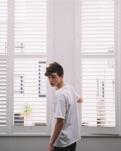 Joey Birlem Hot Teenagers Boys, Cute Teenage Boys, Aesthetic Boy, Aesthetic Pictures, Joey Matthew, Looking For A Girlfriend, Baby Joey, Selfies, Abs Boys