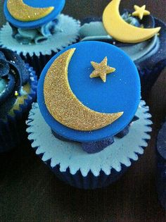The Holy Month of Ramadan has reached to the end. It's time to decorate your home to welcome Eid! Remember the time when you used to be all excited about Eid? Let's bring the excitement back! 12 Cupcakes, Baking Cupcakes, Cupcake Recipes, Cupcake Cakes, Eid Crafts, Ramadan Crafts, Eid Ramadan, Aid El Fitr, Preparing For Ramadan