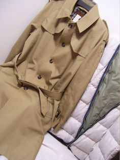 Car Coat Length, Back Walking vent.Mens Eddie Bauer, Trench Coat,3/4, Khaki Tan, Zip Out Lining, Goose Down, Size 42R, Winter Warm, London Fog,Details, Excellent Excellent conditions - no issues or flaws to state Extra buttons attached Zipper inside lining  MARKED A SIZE 42R (items can be washed and dry as well as dry cleaned, I would not dry clean the lining regardless)  PLEASE READ DETAILS AND MEASUREMENTS CAREFULLY. (DOUBLE CHECK THEM) CONTACT US WITH YOUR QUESTIONS/CONCERNS PRIO...