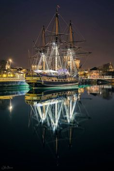 yachts and the sea: Photo Cool Pictures, Cool Photos, Bateau Pirate, Old Sailing Ships, Reflection Photography, Wild Photography, Image Nature, Yacht Boat, Sail Away