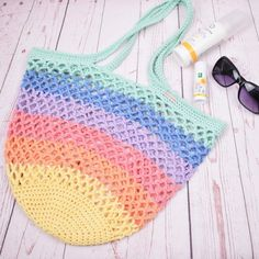 "Sommerens ""Must-have"". Lækker hæklet strandnet i flotte pastel regnbue farver. Diy Crochet And Knitting, Knit Crochet, Crochet Bags, Crochet Storage, Beach Crafts, Market Bag, Drops Design, Slow Fashion, Knit Patterns"