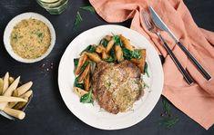 Grilovaná krkovička so špenátom a zemiakmi Steak, Russian Recipes, Marcel, Food, Essen, Steaks, Meals, Yemek, Eten