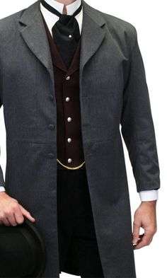 Le manteau avec quelques éléments steampunk. Aaron