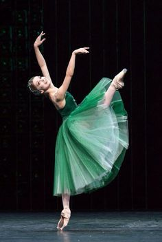"<<Evgenia Obraztsova The Bolshoi Ballet in ""Emeralds"" from Balanchine´s ""Jewels"" during the Bolshoi´s London Season at Royal Opera House (July-August # Photo © Foteini Christofilopoulou>> Bolshoi Ballet, Ballet Dancers, Ballerina Dancing, Shall We Dance, Just Dance, Dance Photos, Dance Pictures, Dance Baile, La Bayadere"