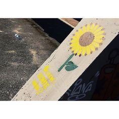 . Oi. . Minimalizando. #streetphotography #derivadobem #goianiawalk #goiania by keilafelixdeazevedo http://ift.tt/1TywqOE