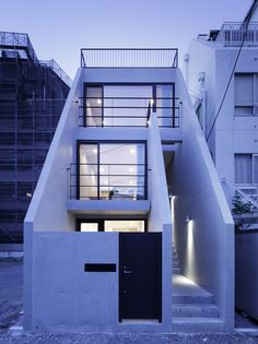 Visions of the Future // Design House Front Design, Small House Design, Modern House Design, Small Modern Houses, Space Architecture, Residential Architecture, Narrow House Designs, Facade Design, Facade House
