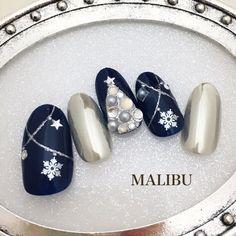 クリスマスミラーネイル♪ #冬 #クリスマス #ハンド #ラメ #星 #雪の結晶 #ミディアム #シルバー #ネイビー #メタリック #ジェルネイル #ネイルチップ #malibu_tobi #ネイルブック