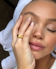 #emcasa #quarentena #beleza #beautytips #skincare #skincareroutine #cuidadoscomapele #dicasdebeleza #estetica #esteticista Makeup Trends, Makeup Inspo, Makeup Inspiration, Beauty Trends, Beauty Skin, Beauty Makeup, Hair Beauty, Drugstore Beauty, Foto Casual