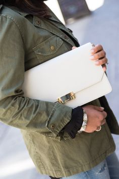 White Clutch For Spring/Summer | STYLE'N