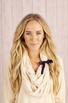 Love the ribbon tied around the scarf- think of more things to tie around....