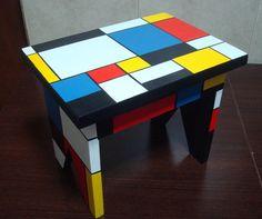 Resultado de imagen para diseños de bandejas y pañaleras para bebes Painted Chairs, Hand Painted Furniture, My Furniture, Upcycled Furniture, Piet Mondrian, Diy Home Crafts, Wood Crafts, Colorful Chairs, Painting On Wood