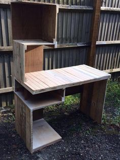 99 Pallets discover pallet furniture plans and pallet ideas made from Recycled wooden pallets for You. So join us and share your pallet projects. Wooden Pallets, Wooden Diy, Pallet Wood, 1001 Pallets, Bureau Design, Pallet Desk, Pallet Tables, Wood Desk, Recycled Pallet Furniture