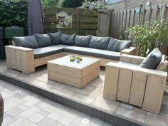 loungeset steigerhout De kussens vind ik leuk: zitkussens strak, en wat lossere rugkussens Outdoor Sofa, Outdoor Areas, Outdoor Seating, Outdoor Living, Outdoor Decor, Pallet Furniture, Furniture Plans, Garden Furniture, Outdoor Furniture