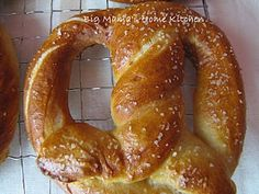 Big Mama's Home Kitchen: Homemade Soft Pretzels Homemade Soft Pretzels, Pretzels Recipe, Bavarian Pretzel, Looks Yummy, Appetizer Recipes, Appetizers, Kids Meals, Love Food, Delish