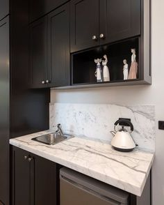 The perfect, space efficient kitchenette for your guest room. Love the Statuario marble . Statuario Marble, Kitchenette, Natural Stones, Guest Room, Kitchen Design, Kitchens, Kitchen Cabinets, Design Inspiration, Space