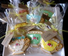 Gorgeous Teacup Cookie Favour Gifts! For easy & beautiful bows, use the DecoFun bow maker for the perfect festive finishing touch! www.decofunbowmaker.com