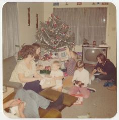 Square Vintage 70s PHOTO Family w/ Mom Girls Boy Baby Christmas Tree Gifts & TV