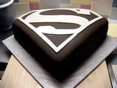 Superman Cake-THIS IS TOTALLY AMAZING! I DON'T EAT CAKE, BUT I WOULD EAT THAT CAKE!!!!