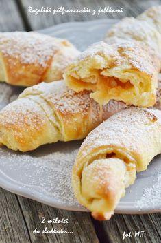 Z mi?ci do s?francuskie z jab? Cookie Desserts, No Bake Desserts, Delicious Desserts, Sweet Recipes, Cake Recipes, Rugelach Recipe, First Communion Cakes, Sweet Buns, Bread Cake