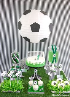 Soccer Football Birthday Party Desserts Table - DIY decorations, printable, food and favors to inspire a world cup birthday party! Soccer Birthday Parties, Birthday Party Desserts, Birthday Cup, Football Birthday, Soccer Party, Sports Party, Football Soccer, Soccer Ball, 21st Party