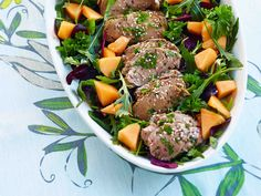 Marinoitu possunfilee salaattipedillä