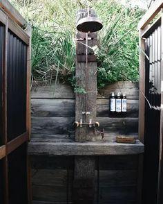 Outdoor Bathrooms, Rustic Bathrooms, Outdoor Showers, Garden Shower, Rustic Shower, Rustic Outdoor, Indoor Outdoor, Cozy Cabin, Rustic Design