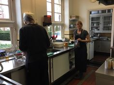 Hester Prummel is kok van het Balkon  Elvira Out bracht 'Kill your darlings' een voorstelling georganiseerd door Judith Budde en Esther Glas, een samenwerking van het Balkon en Glaswerkt. Omdat het zo fijn is om inspiratie en ontmoetingen de gelegenheid te geven in Twente. Vrijdag 3 maart 2017 Vasse