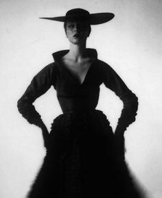 Jean Patchett in New York, 1949. Photo: Irving Penn.